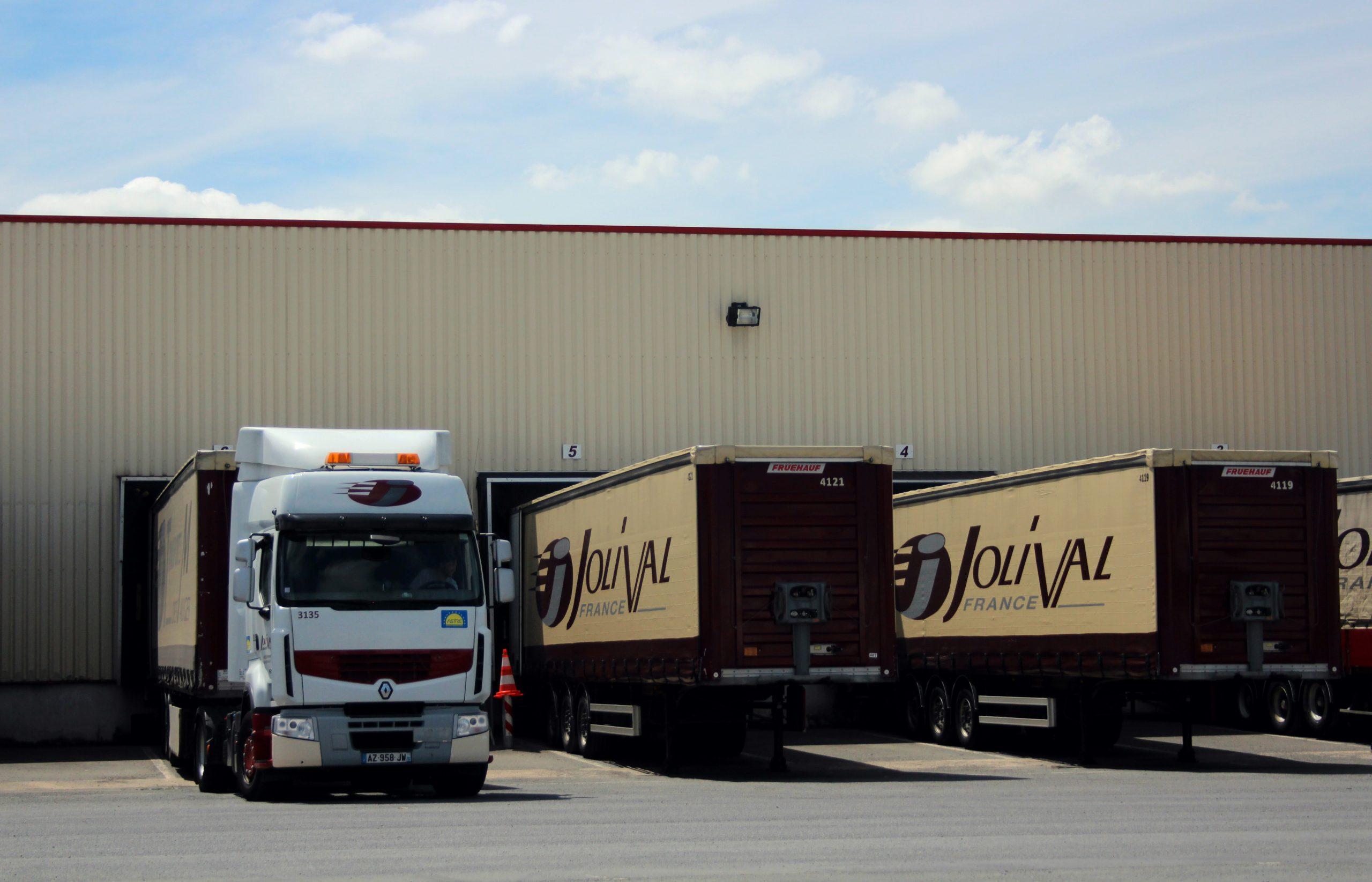 chargement-camion-transport-jolival